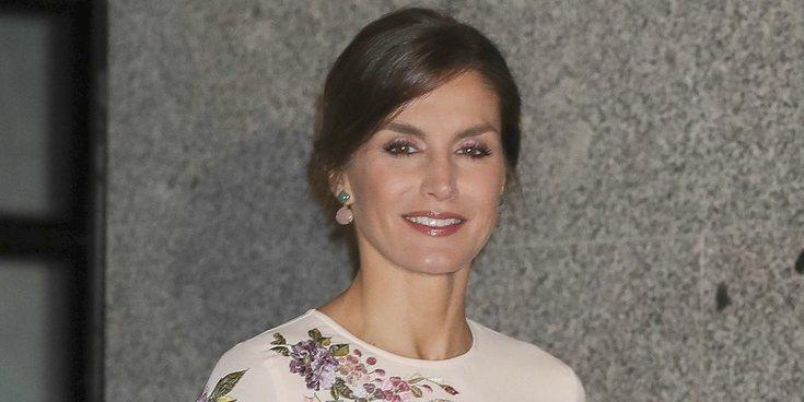 La petición espontánea de la Reina Letizia que sorprendió a unos invitados en un acto oficial