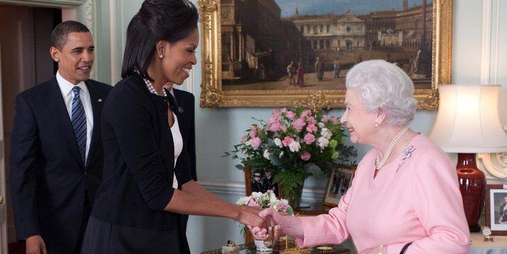"""La Reina Isabel II se sincera con Michelle Obama: """"El protocolo es una basura"""""""