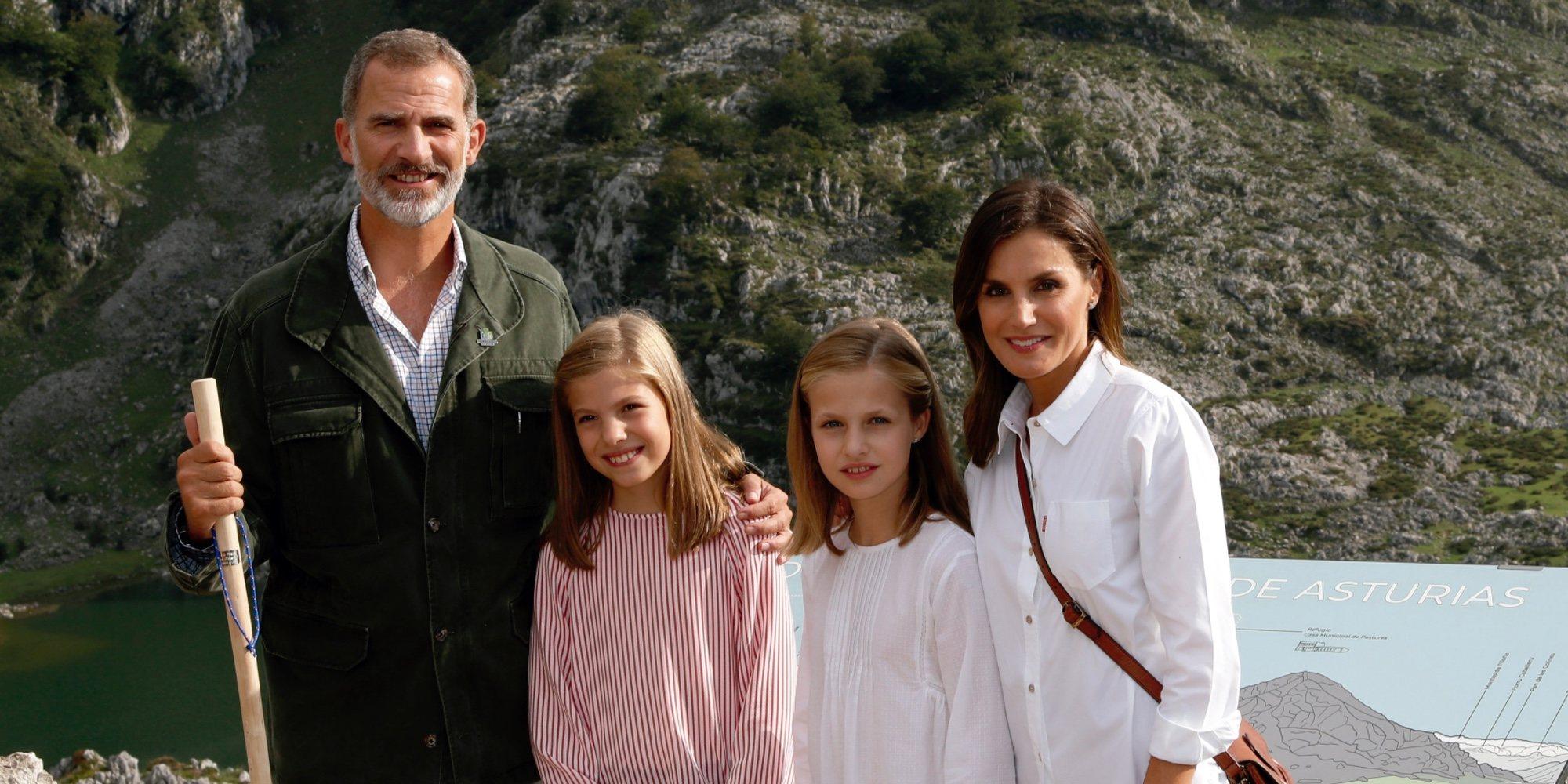 Los Reyes Felipe y Letizia y sus hijas Leonor y Sofía felicitan la Navidad 2018 desde los Lagos de Covadonga