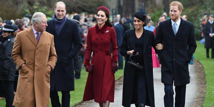 Sonrisas y naturalidad: La Familia Real Británica acude a la Misa de Navidad de Sandringham