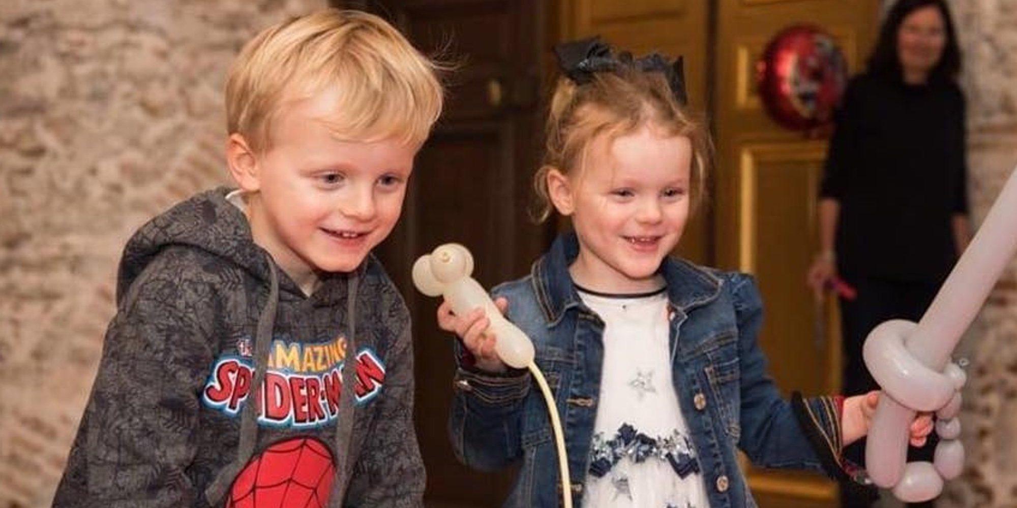Los Príncipes Jacques y Gabriella de Mónaco ya están listos para la vuelta al colegio