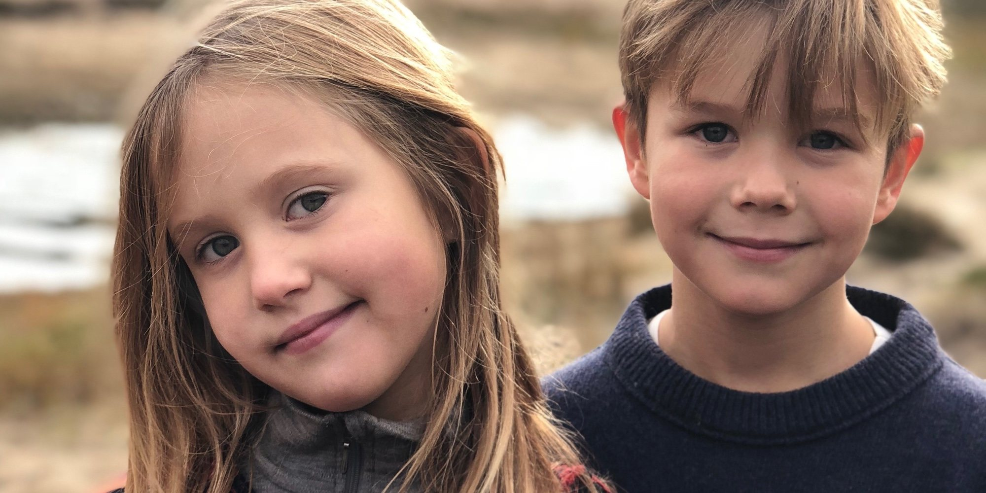 Vicente y Josefina de Dinamarca, dos tiernos y adorables hermanos en la celebración de su 8 cumpleaños