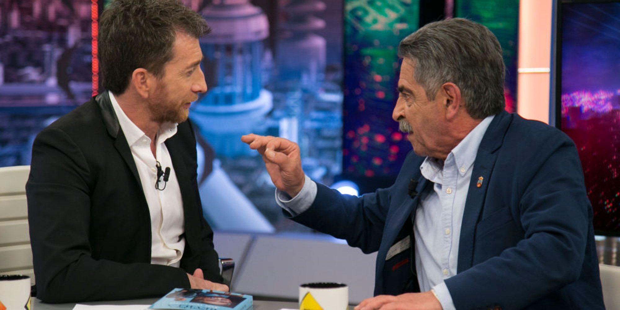 """El tenso encuentro de Pablo Motos y Miguel Ángel Revilla en 'El Hormiguero': """"Me has dado la mano como si oliese mal"""""""