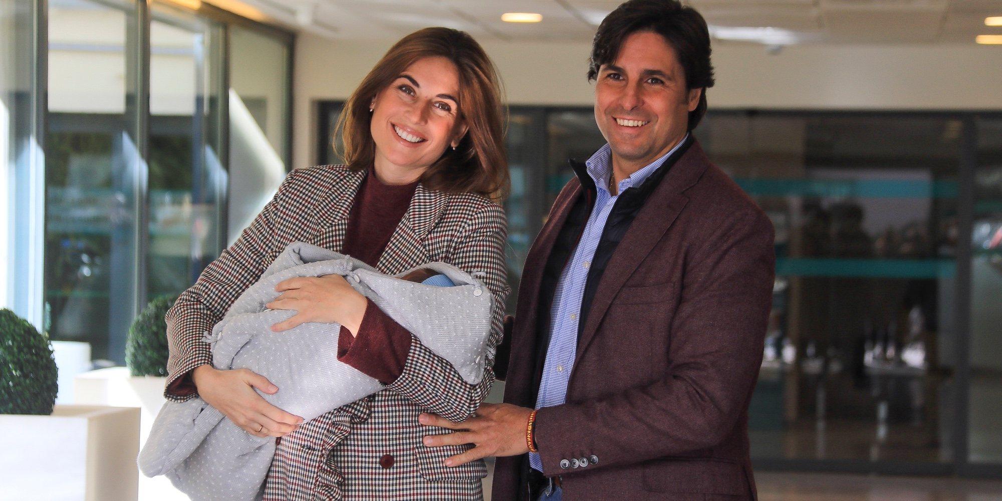 Lourdes Montes y Fran Rivera abandonan el hospital con su hijo Francisco
