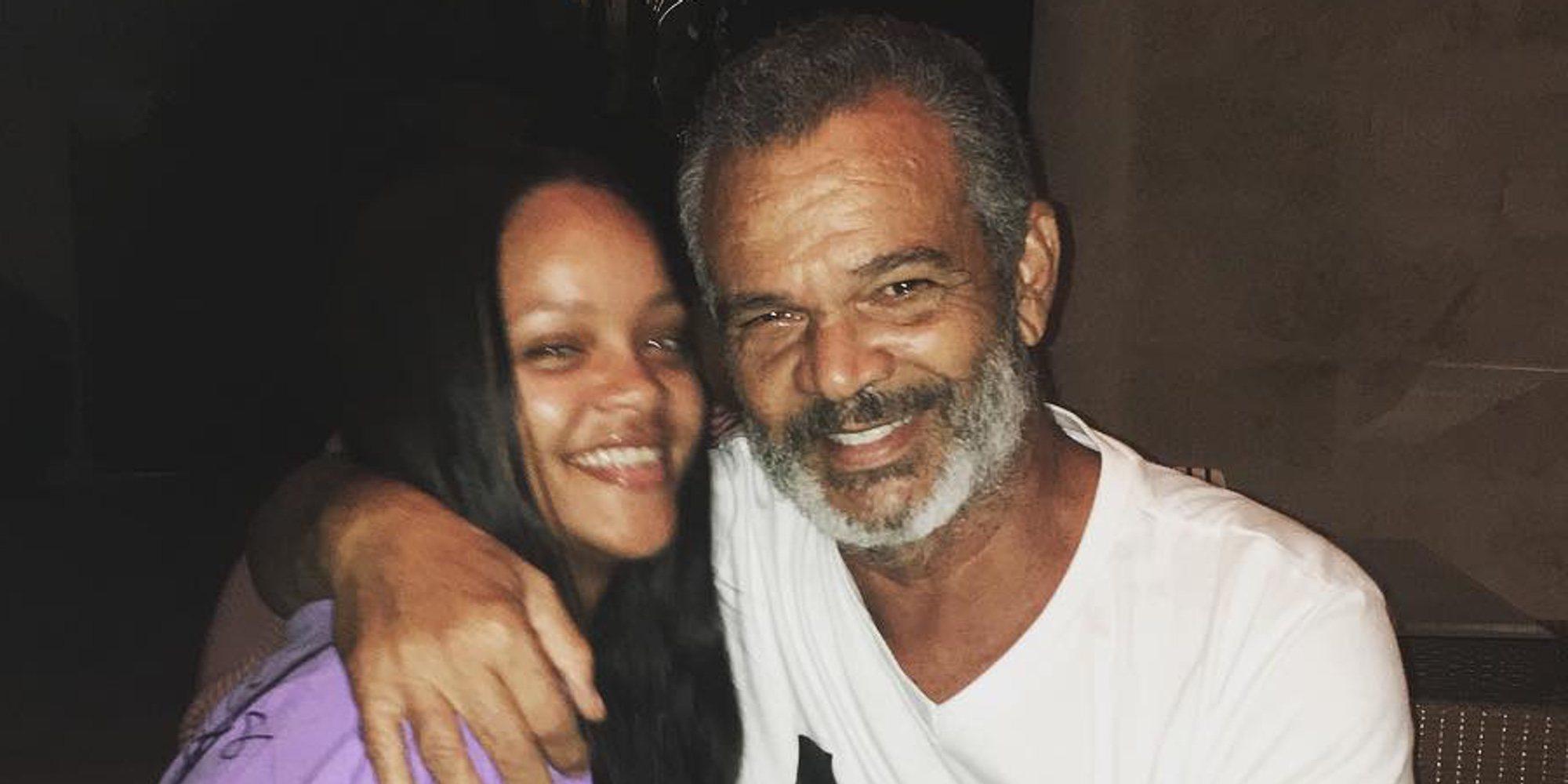 Rihanna demanda a su padre por promover una empresa a costa de su nombre