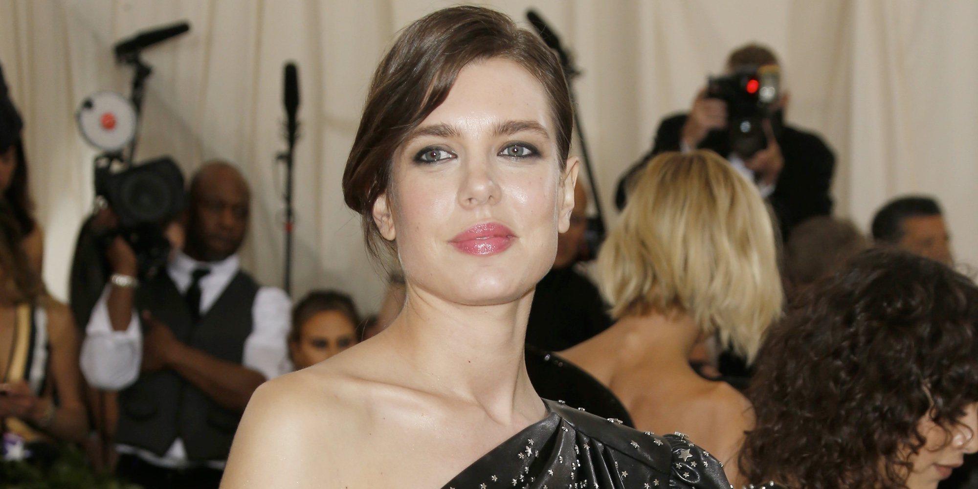Carlota Casiraghi regresa a Mónaco para celebrar el cumpleaños de Carolina de Mónaco presumiendo de anillo de compromiso