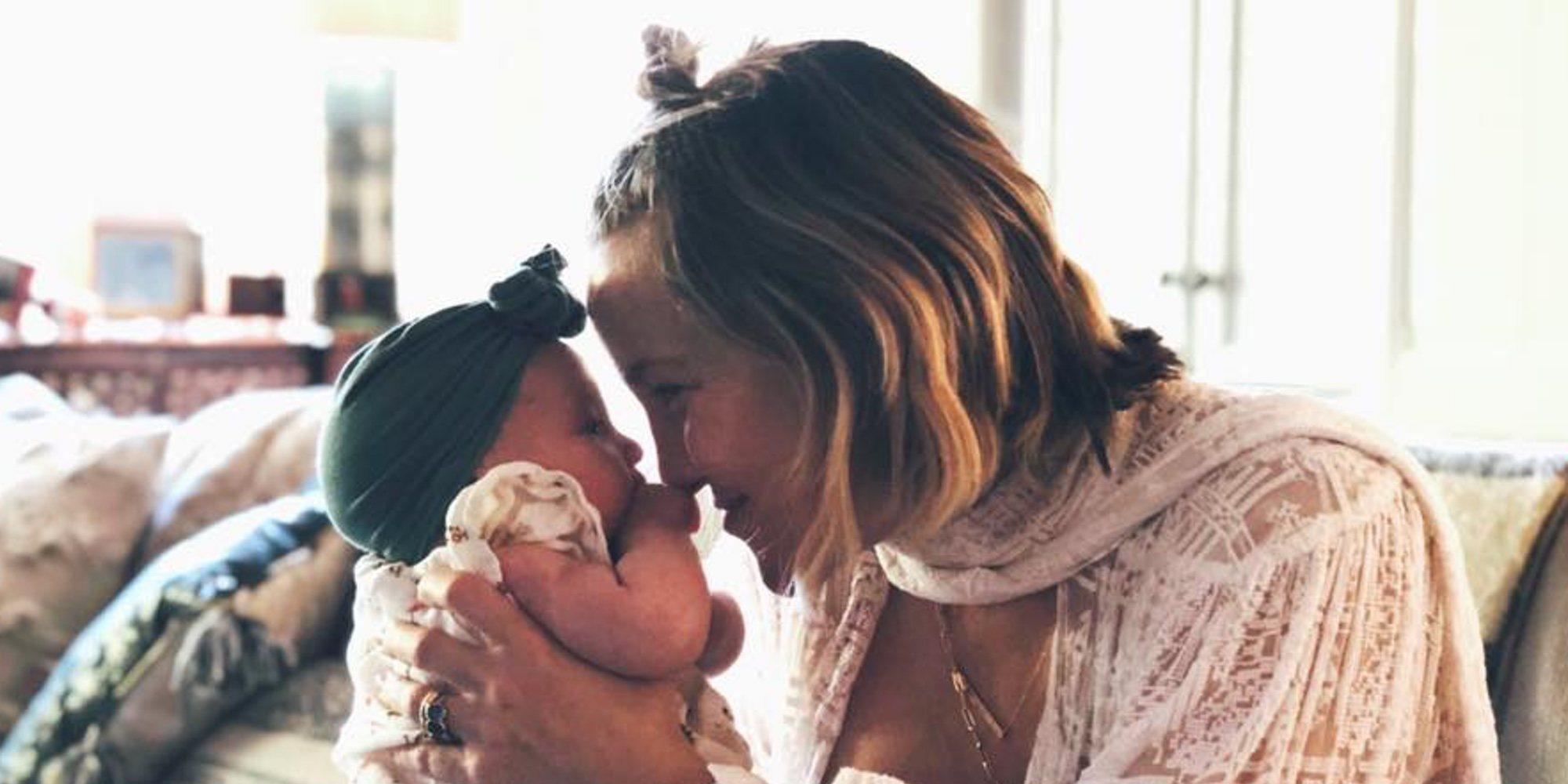 """Kate Hudson asegura que criará a su hija con un enfoque """"sin género"""""""