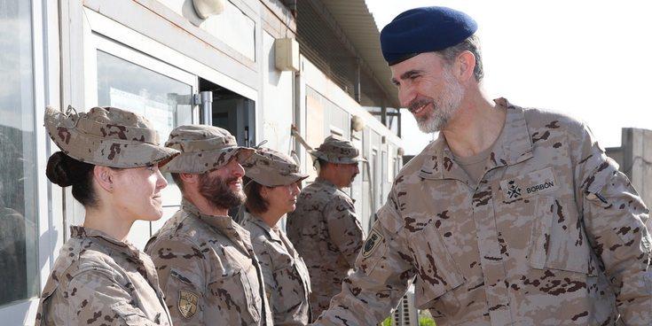 El Rey Felipe VI celebra su 51 cumpleaños visitando a las tropas españolas en Irak