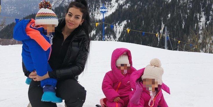 Georgina Rodríguez se refugia en su hijos tras la muerte de su padre