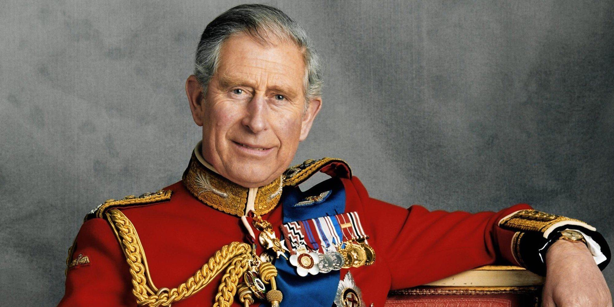 El Príncipe Carlos, pillado también sin cinturón de seguridad tras el escándalo de la Reina Isabel y el Duque de Edimburgo