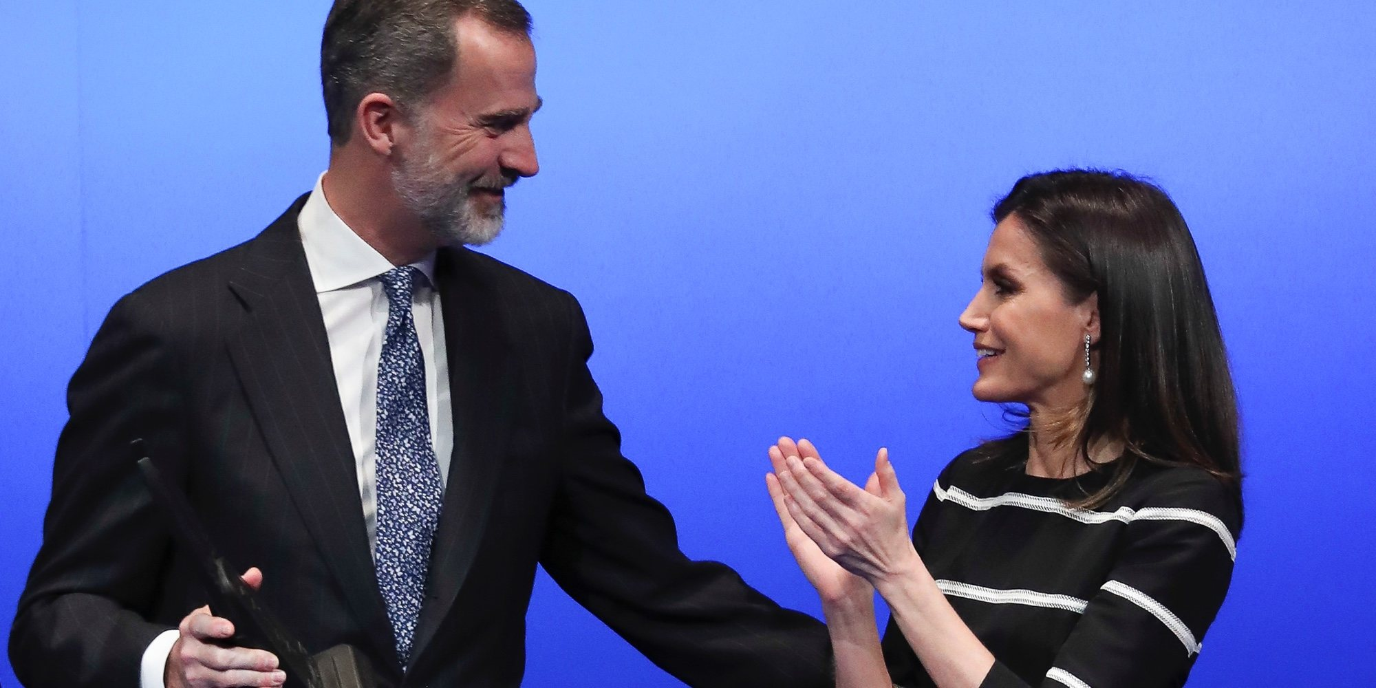 El gesto público que demuestra el amor y la complicidad de los Reyes Felipe y Letizia