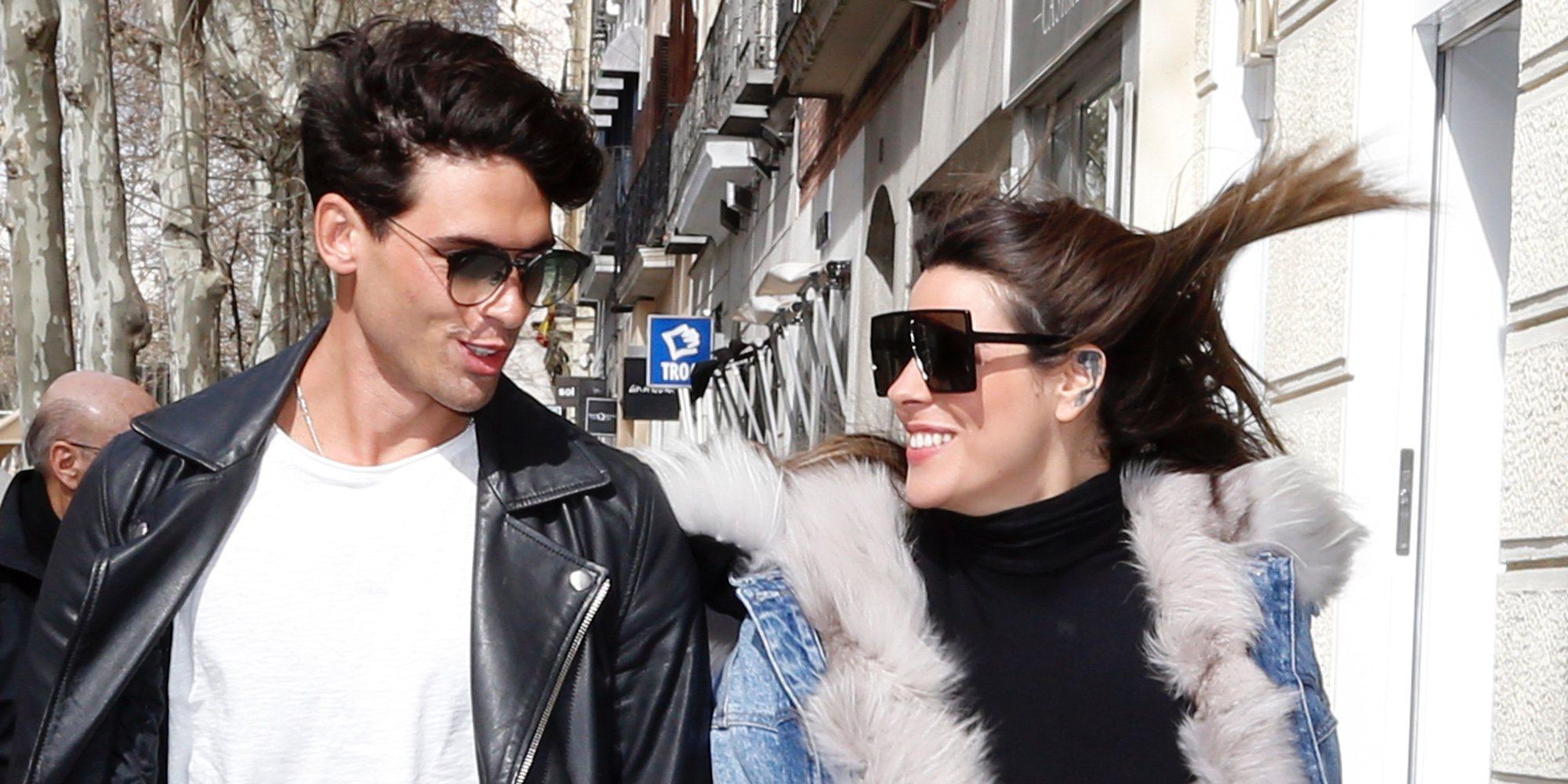 Laura Matamoros y Daniel Illescas pasean su amor con una sonrisa de oreja a oreja