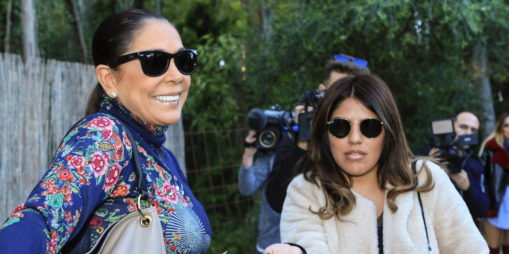 Isabel Pantoja y Chabelita Pantoja, más unidas que nunca en el cumpleaños de Alberto Isla
