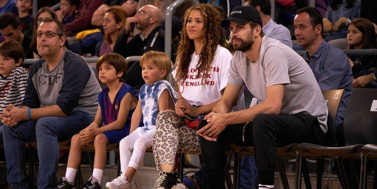 Gerard Piqué y Shakira, una familia feliz con sus hijos Milan y Sasha en el baloncesto