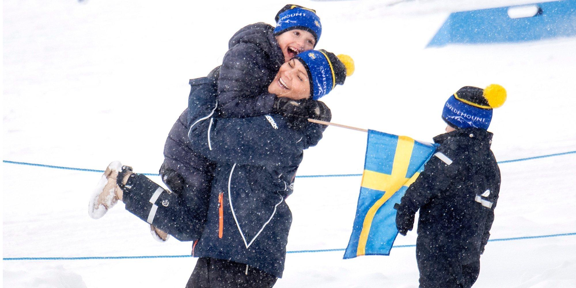 El entusiasmo de Estela de Suecia en su visita al campeonato mundial de biatlón con sus padres y su hermano Oscar