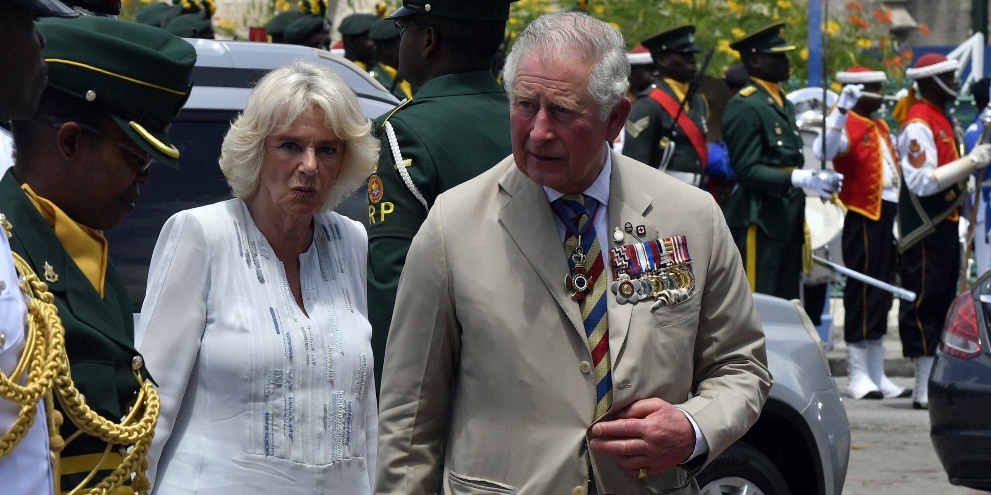El enfado del Príncipe Carlos al ser pillado en bañador durante su viaje a Barbados con Camilla Parker