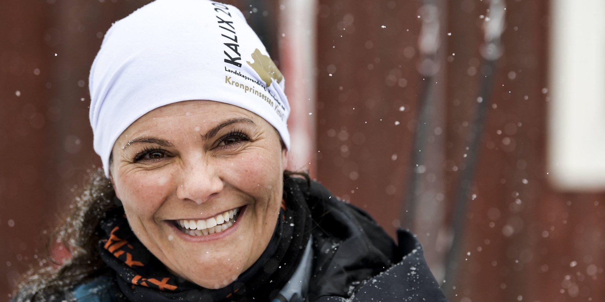 Victoria de Suecia, la reina de las nieves: esquía sobre un río helado y demuestra su buena forma física