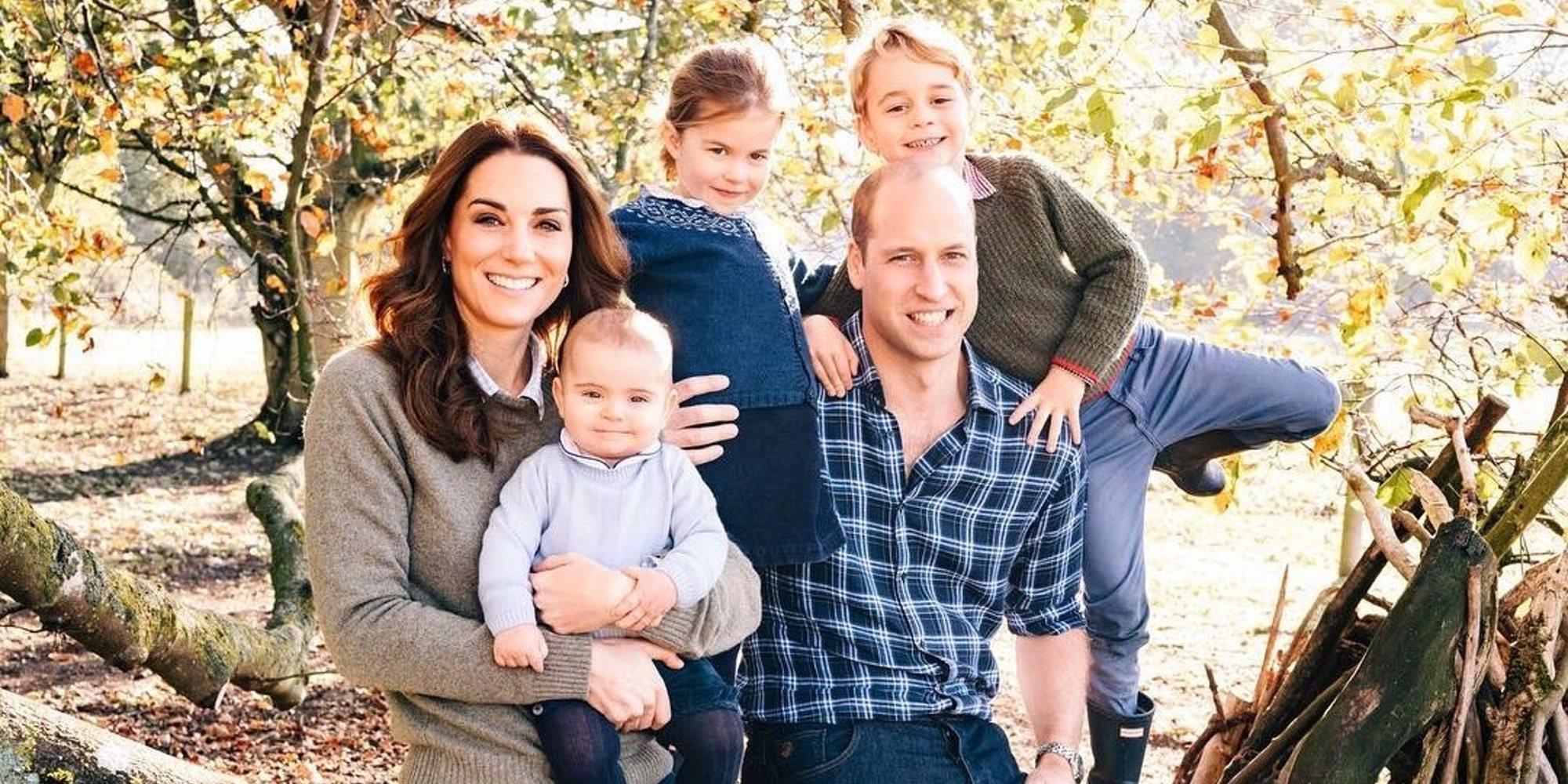 Los Príncipes Jorge y Carlota se divierten con su prima Mia Tindall en una salida familiar