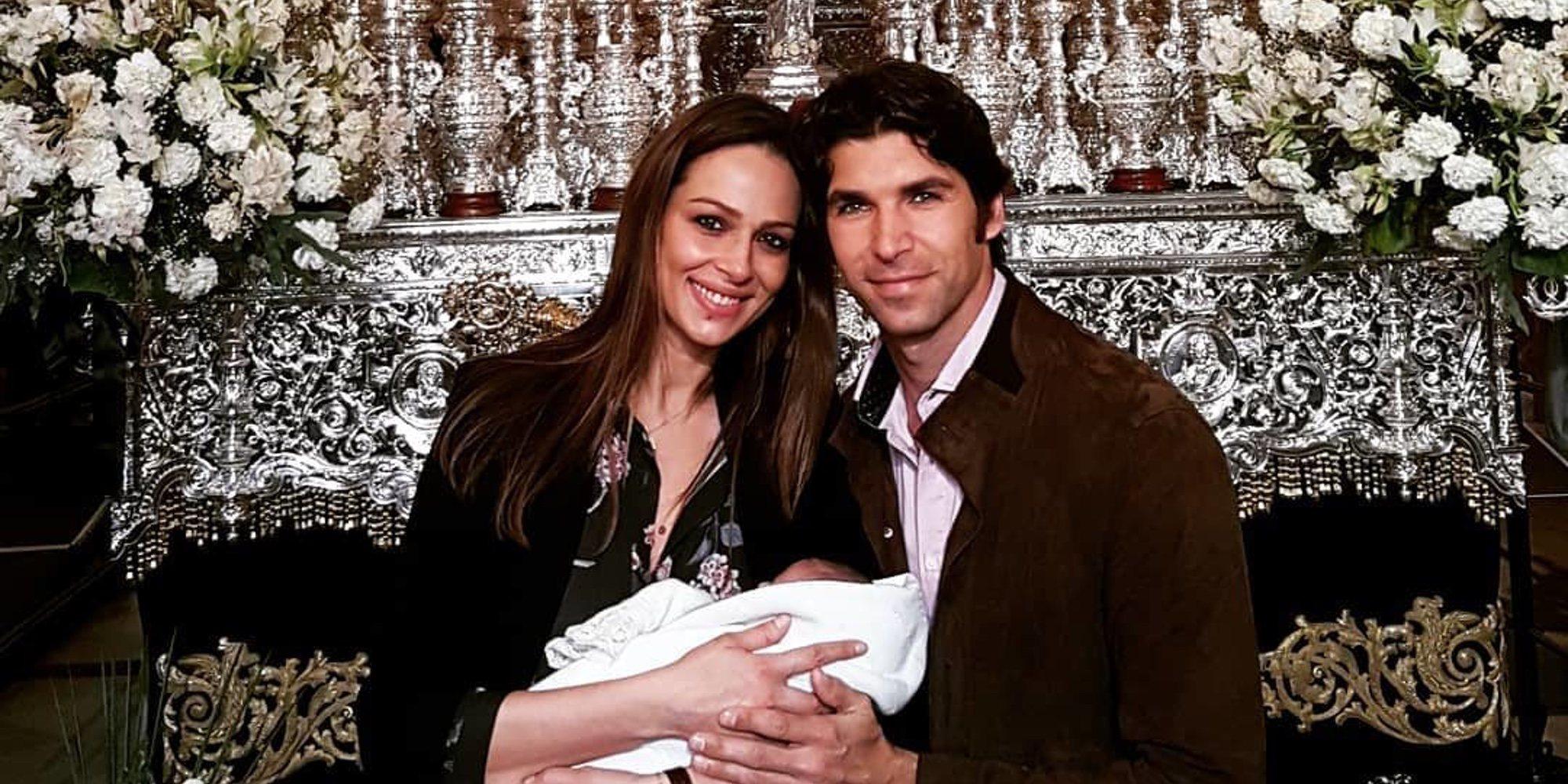 Cayetano Rivera disfruta de la Semana Santa en Sevilla junto con Eva González y su hijo