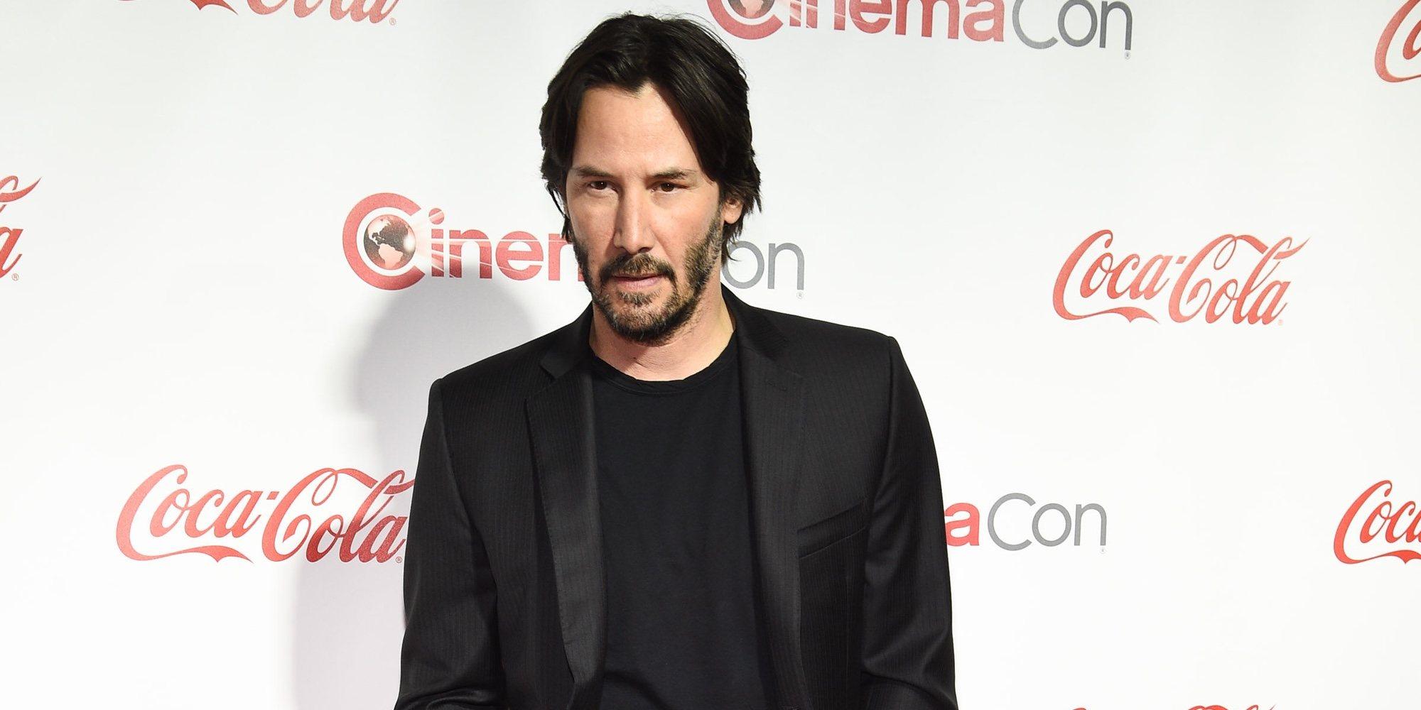Keanu Reeves inmortaliza sus huellas en el paseo de la fama de Hollywood
