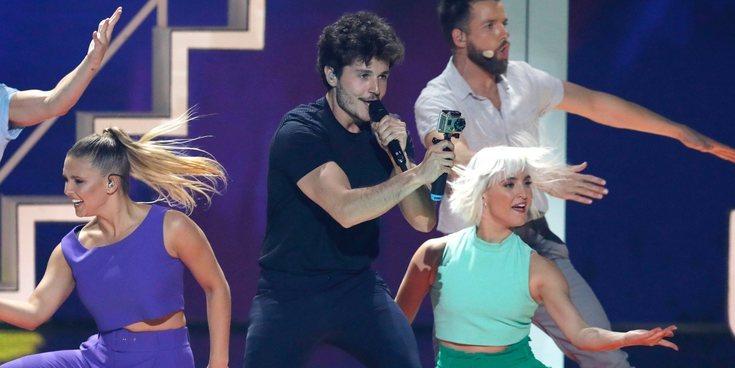 Mucho color y un robot llamado Paco: Así ha sido la actuación de Miki Núñez en el Festival de Eurovisión 2019