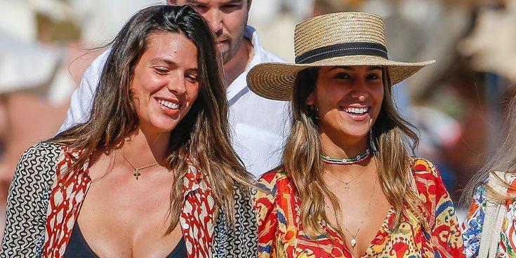 María Pombo disfruta de Ibiza con Laura Matamoros a las puertas de pasar por el altar