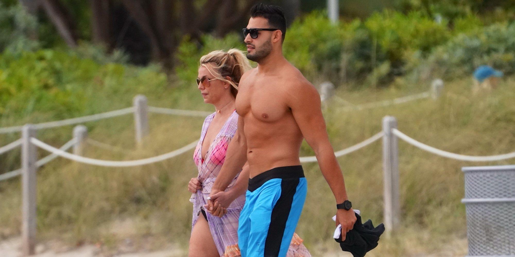 Britney Spears disfruta de unas vacaciones en las playas de Miami y denuncia una posible conspiración