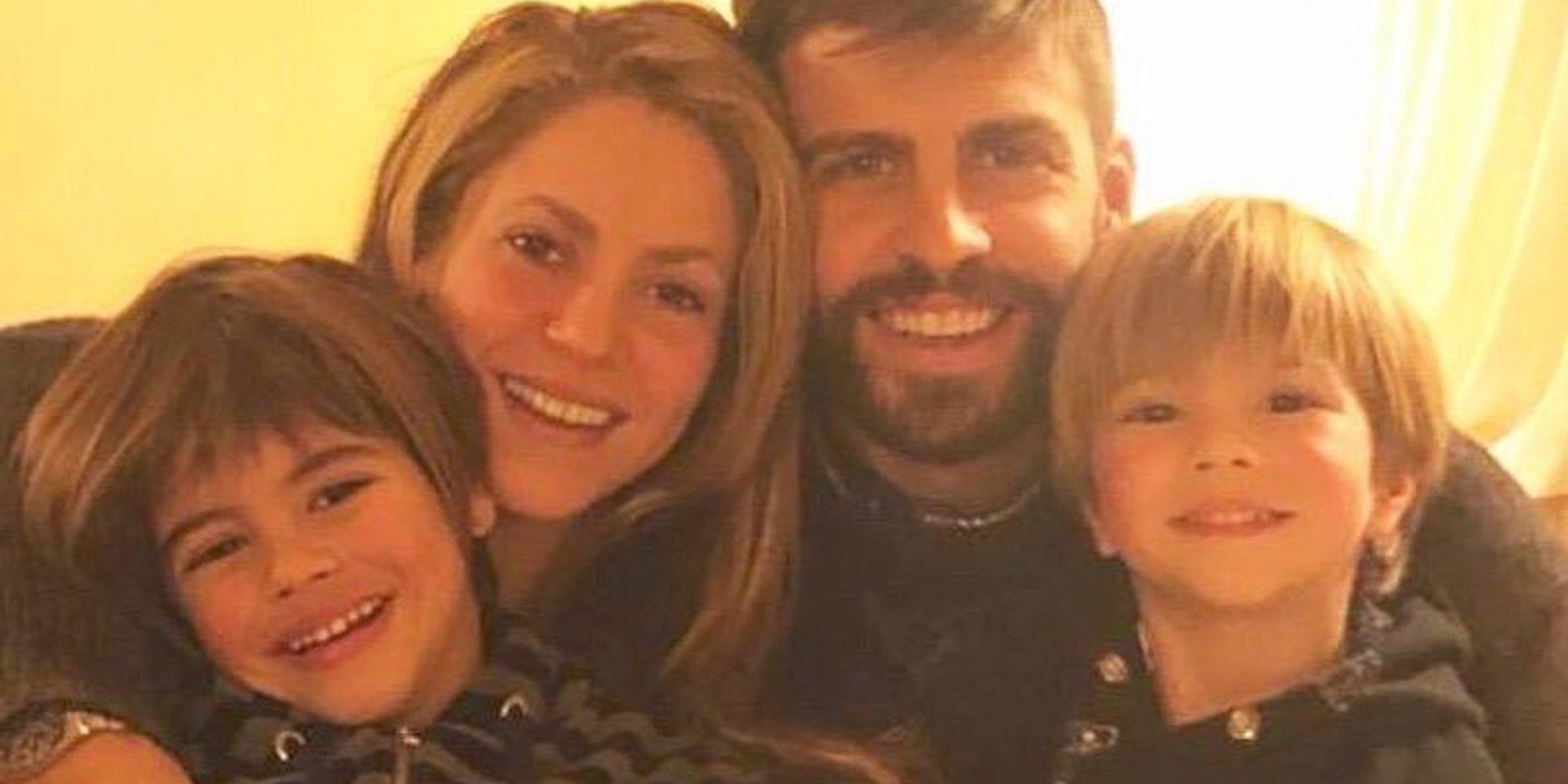 Shakira y Gerard Piqué, de vacaciones con sus hijos Milan y Sasha en un lugar desconocido