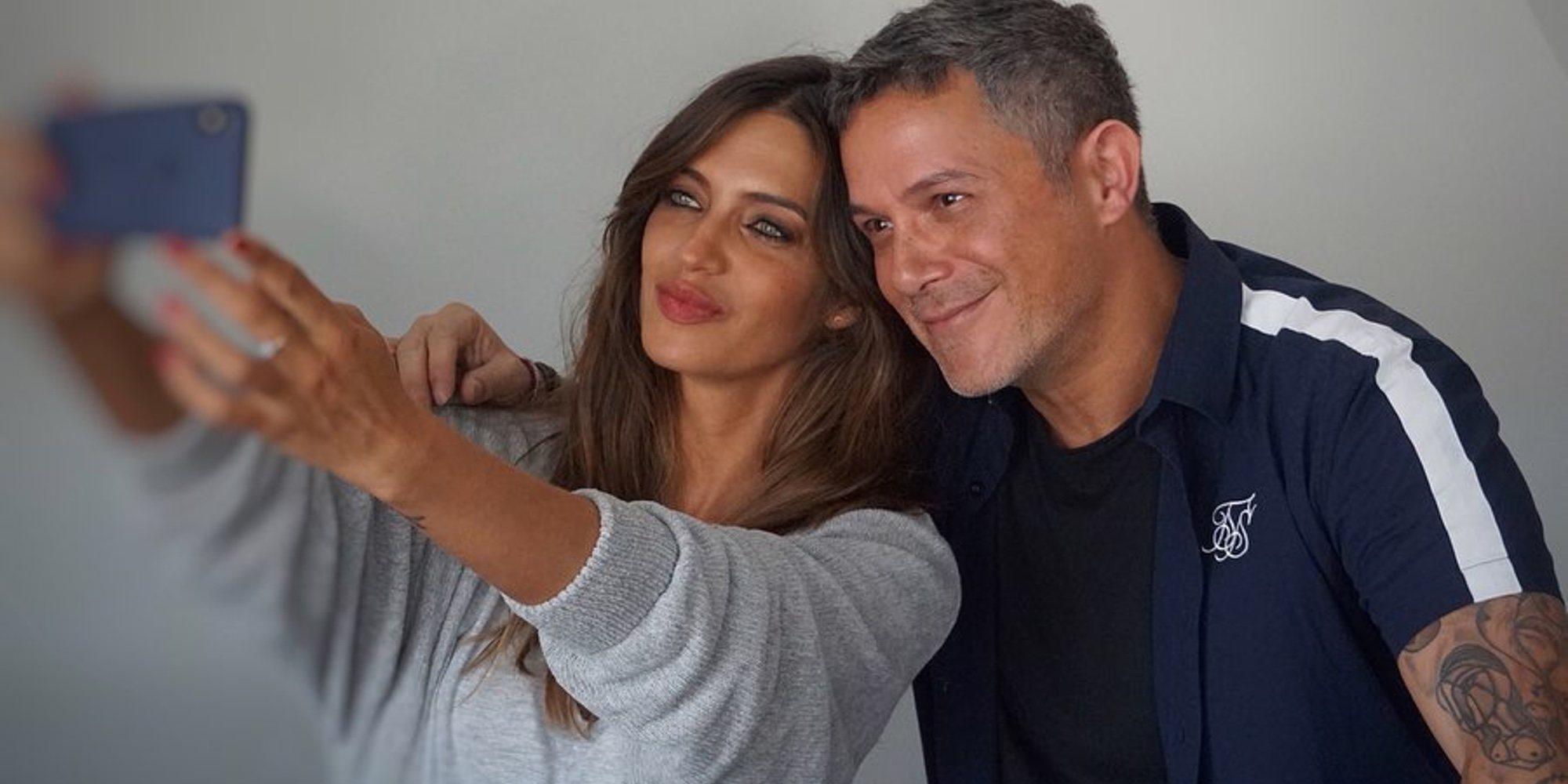 """Sara Carbonero vuelve al trabajo entrevistando a Alejandro Sanz: """"A veces los sueños se cumplen"""""""