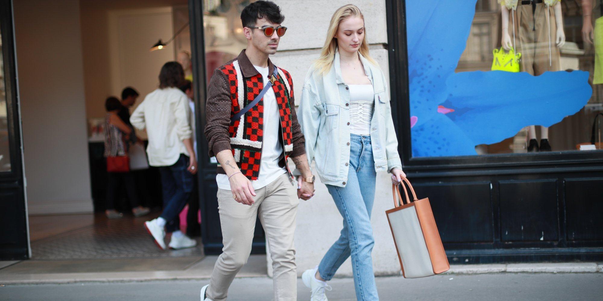 Joe Jonas y Sophie Turner derrochan amor en París