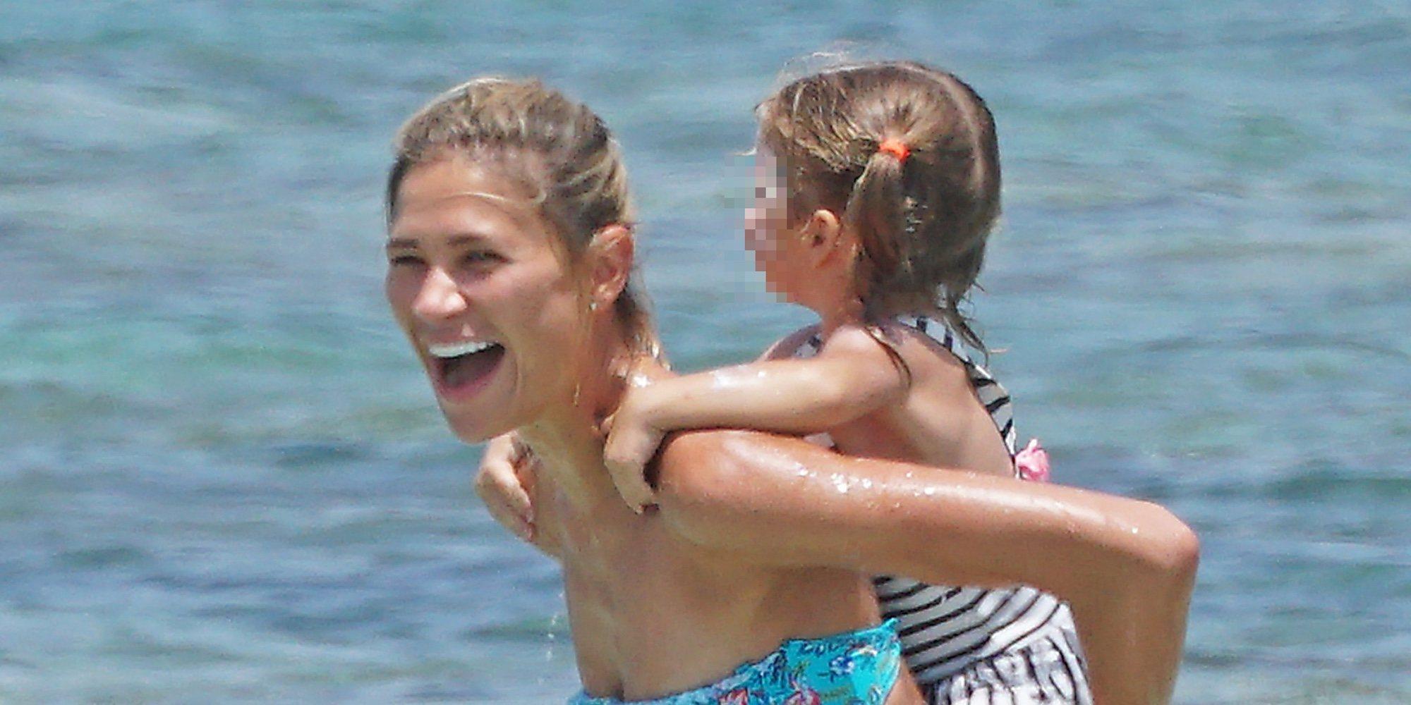 Carla Pereyra y Diego Simeone continúan disfrutando de Formentera con su hija Francesca y Giovanni Simeone