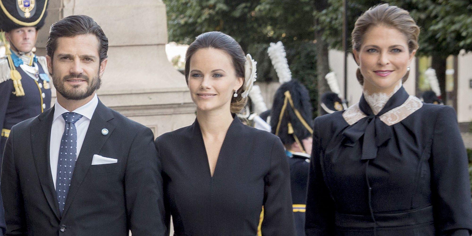 Del tierno posado de Carlos Felipe de Suecia y Sofia Hellqvist con sus hijos al disgusto de Magdalena de Suecia