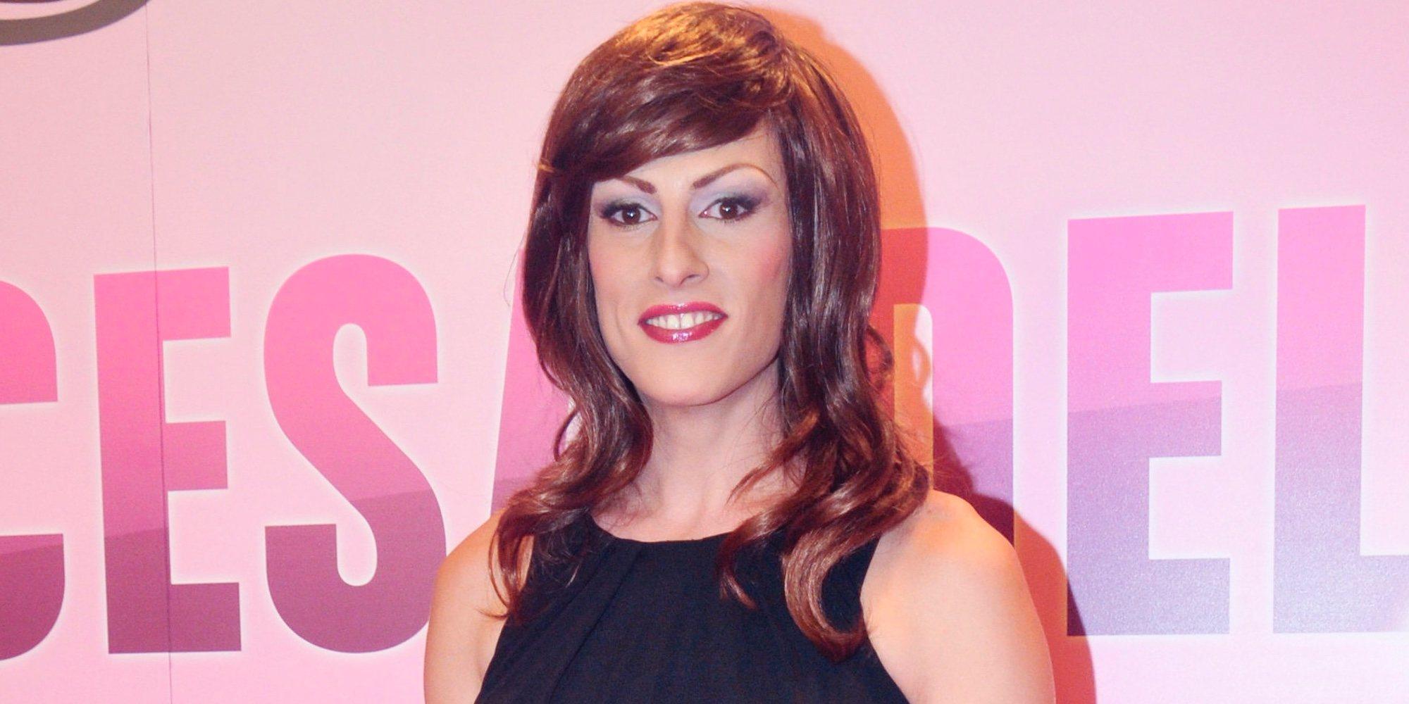 Qué fue de... Deborah Ombres, primera presentadora 'drag queen' de la televisión española