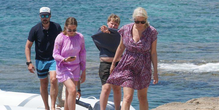 Las lujosas vacaciones de Haakon y Mette-Marit de Noruega con sus hijos en Formentera