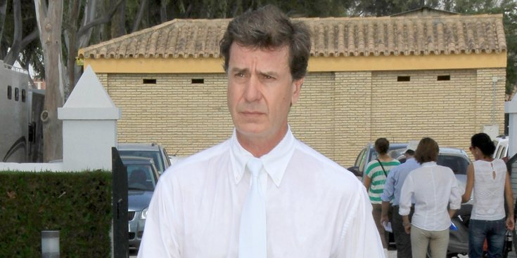 """Cayetano Martínez de Irujo reconoce que fue maltratado por una de sus niñeras: """"Me inflaba a tortas"""""""