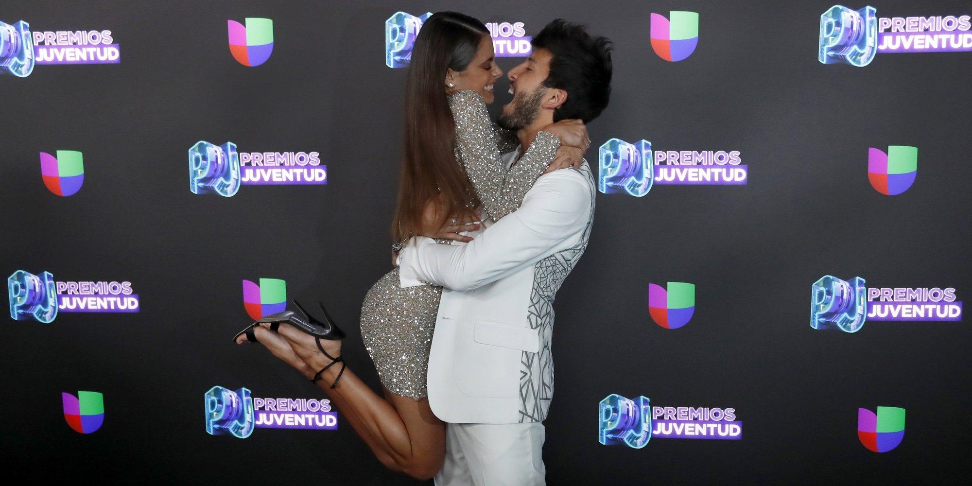 Tini Stoessel y Sebastián Yatra posan por primera vez juntos en los Premios Juventud 2019