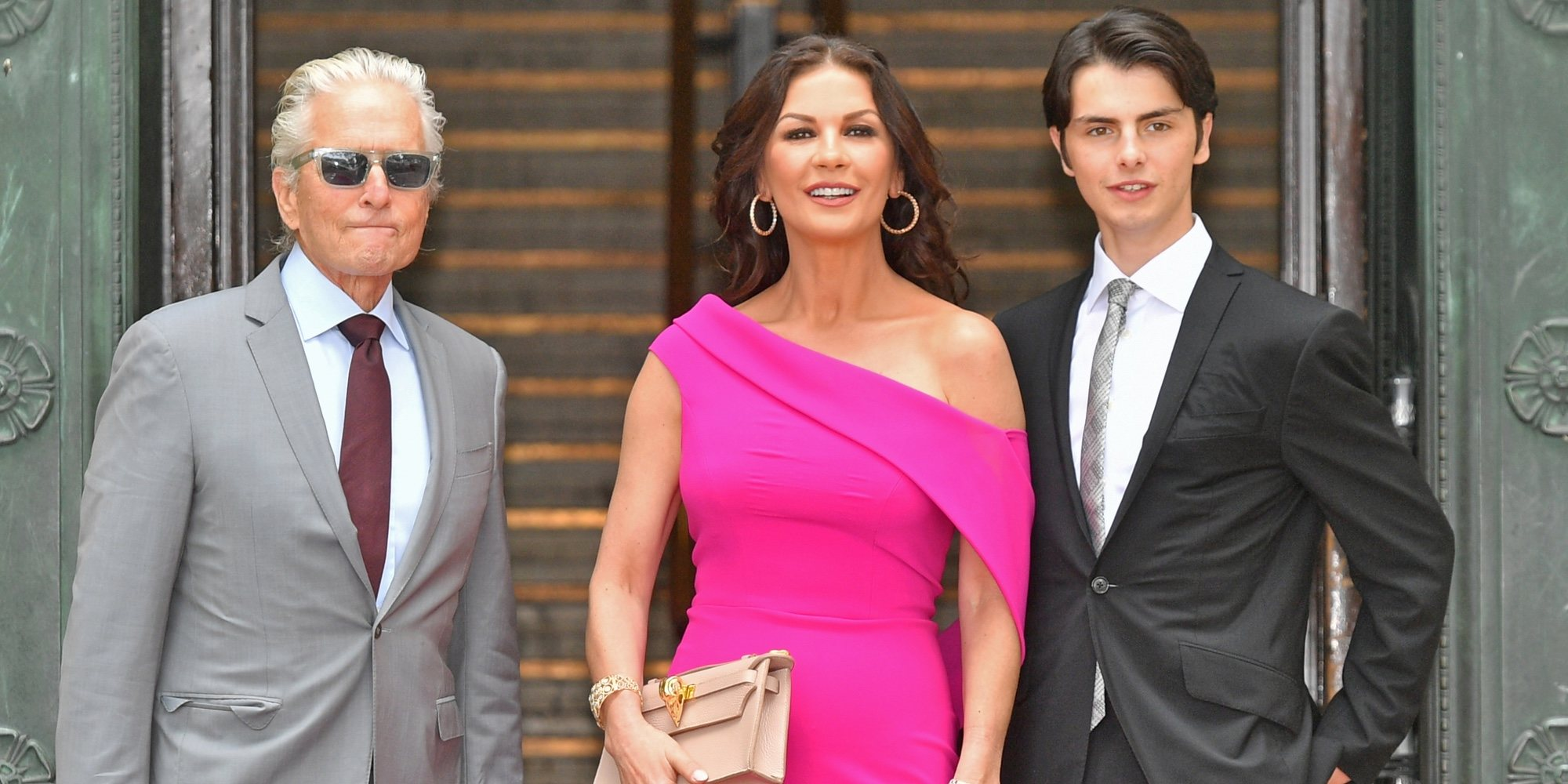 Catherine Zeta-Jones recibe un premio honorífico y disfruta de unas vacaciones en familia
