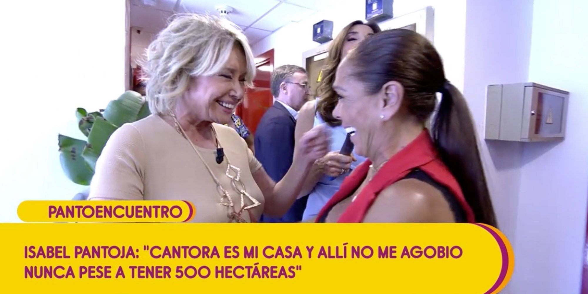 El histórico abrazo de Isabel Pantoja y Mila Ximénez que sella la paz tras años de polémicas