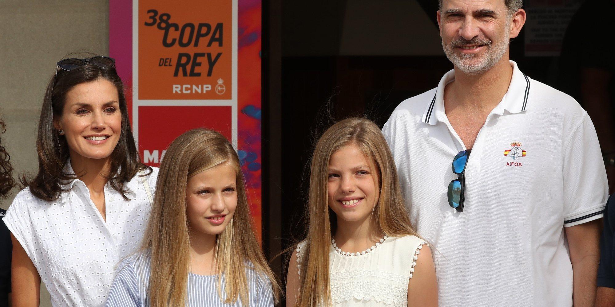 Los Reyes Felipe y Letizia, la Princesa Leonor y la Infanta Sofía: primera aparición en Mallorca en la Copa del Rey de Vela