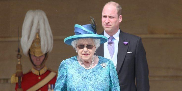 El divertido momento en el que la Reina Isabel tuvo que correr para proteger al Príncipe Guillermo