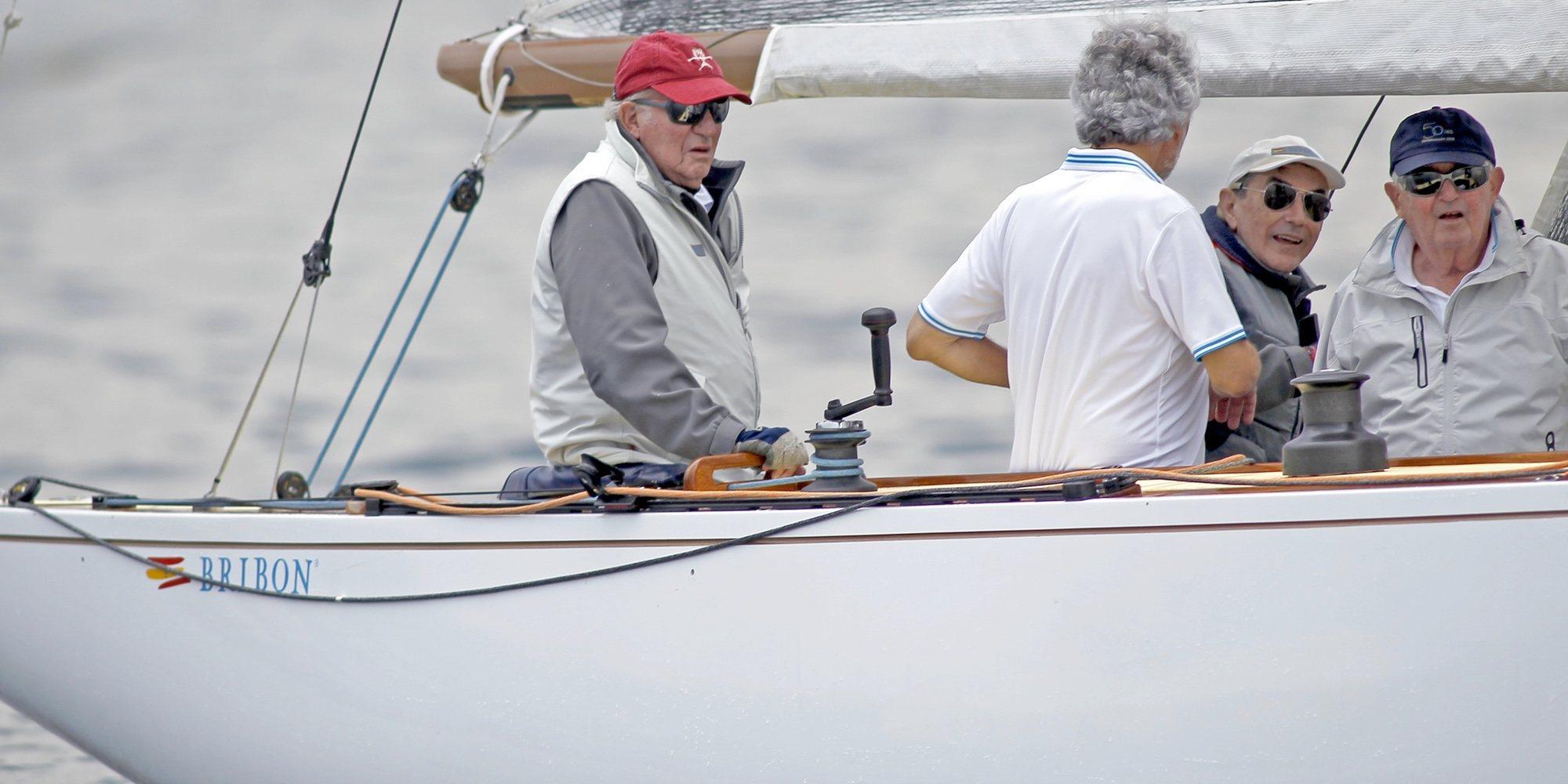El Rey Juan Carlos se divierte en Finlandia entre vela, la Infanta Elena y sus amigas rubias