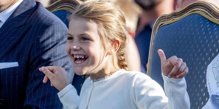 Estela de Suecia, muy contenta en su primer día de colegio tras las vacaciones