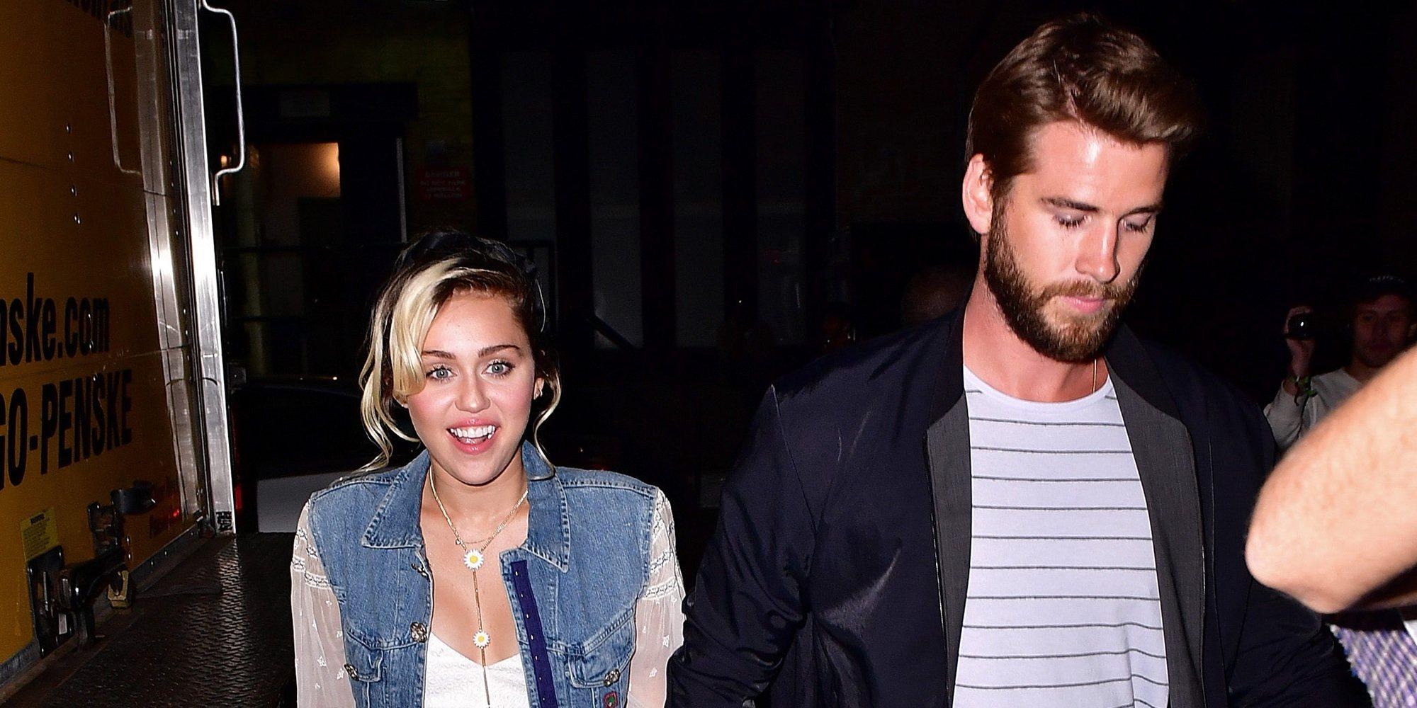 Liam Hemsworth se refugia en su familia y Miley Cyrus hace vida de pareja con Kaitlynn Carter