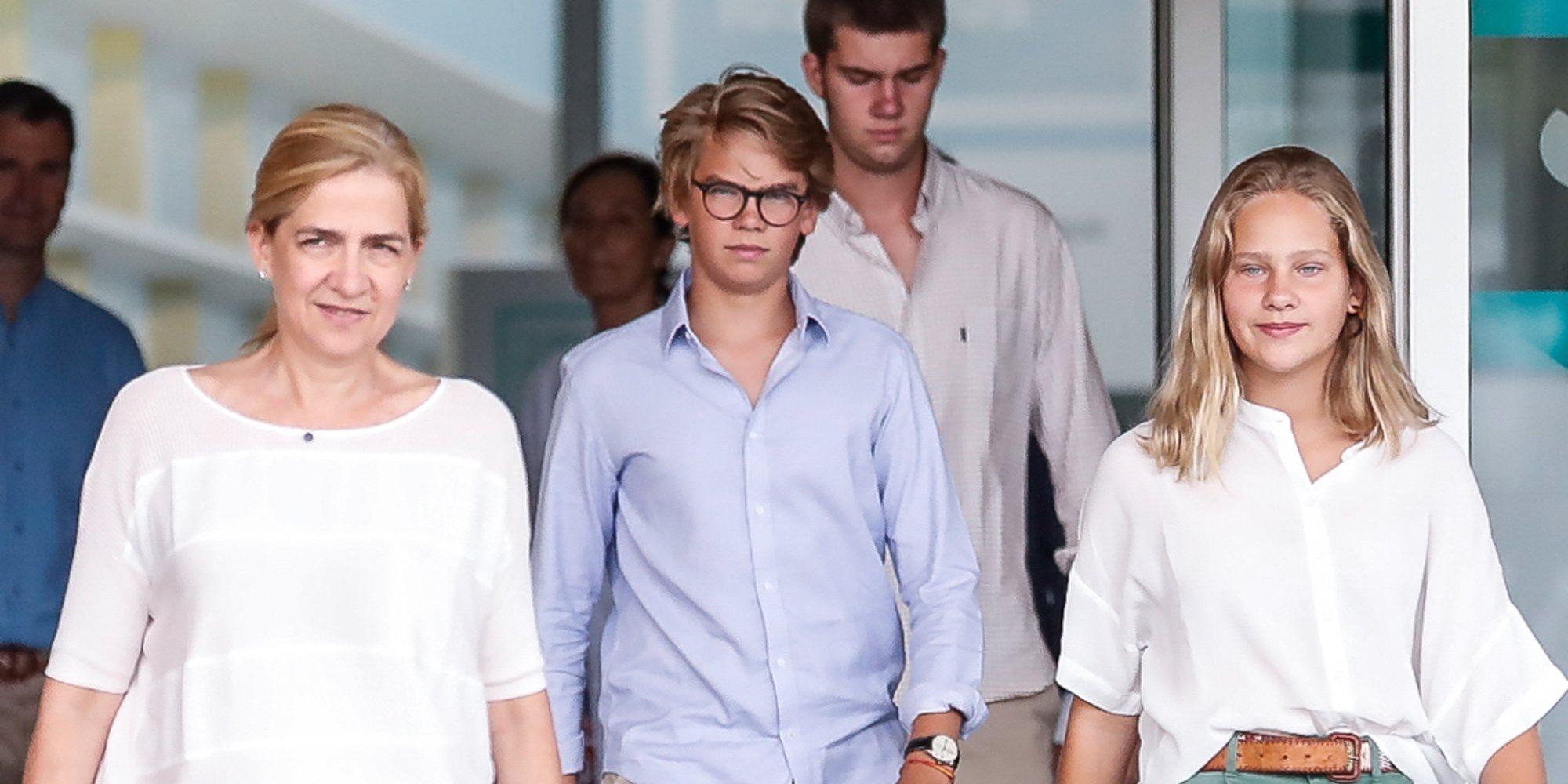 La Infanta Cristina y sus hijos Juan, Miguel e Irene Urdangarin reaparecen para visitar al Rey Juan Carlos en el hospital