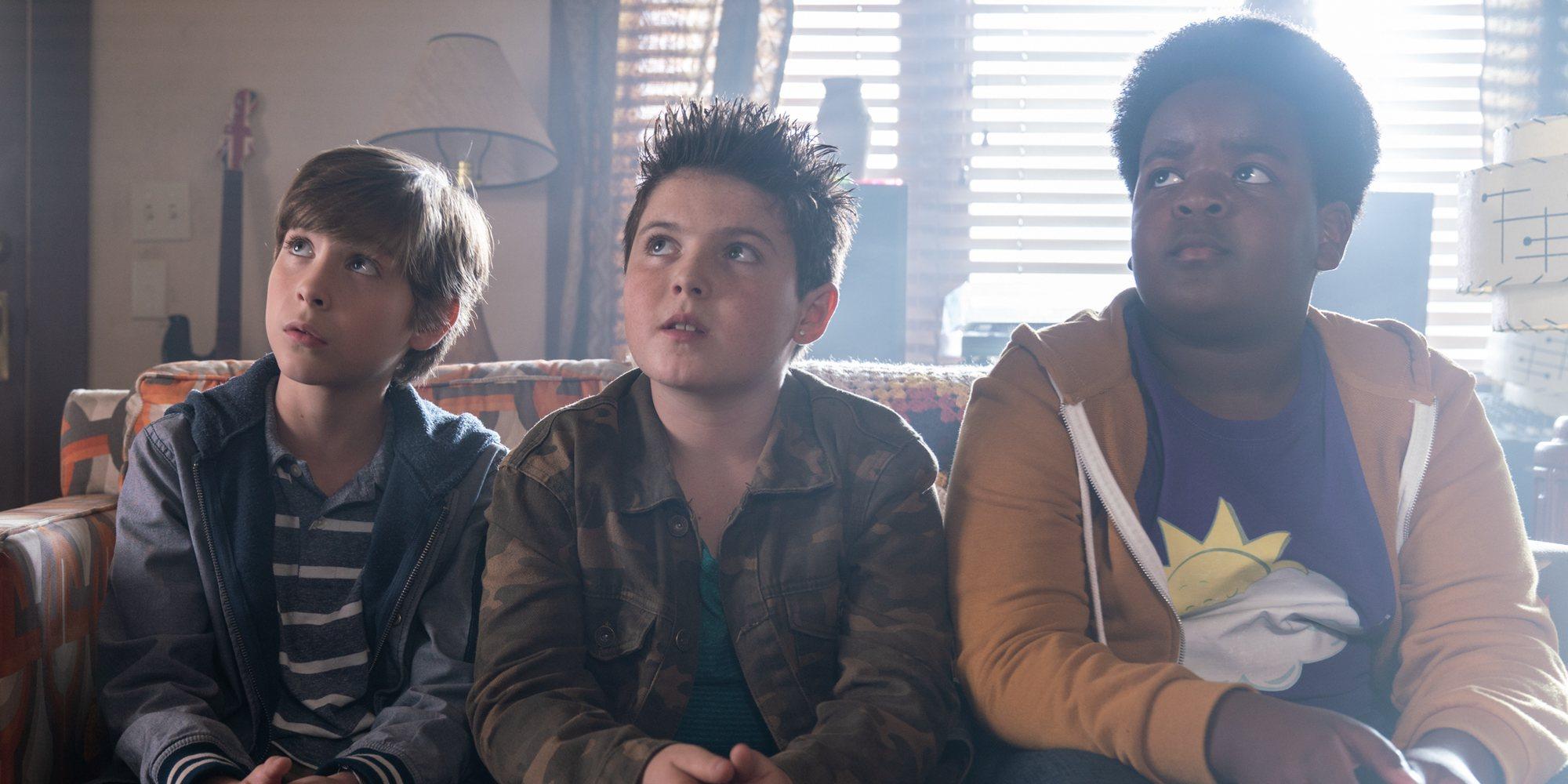 'Chicos Buenos', la divertida comedia de tres niños metidos en problemas por culpa de un primer beso