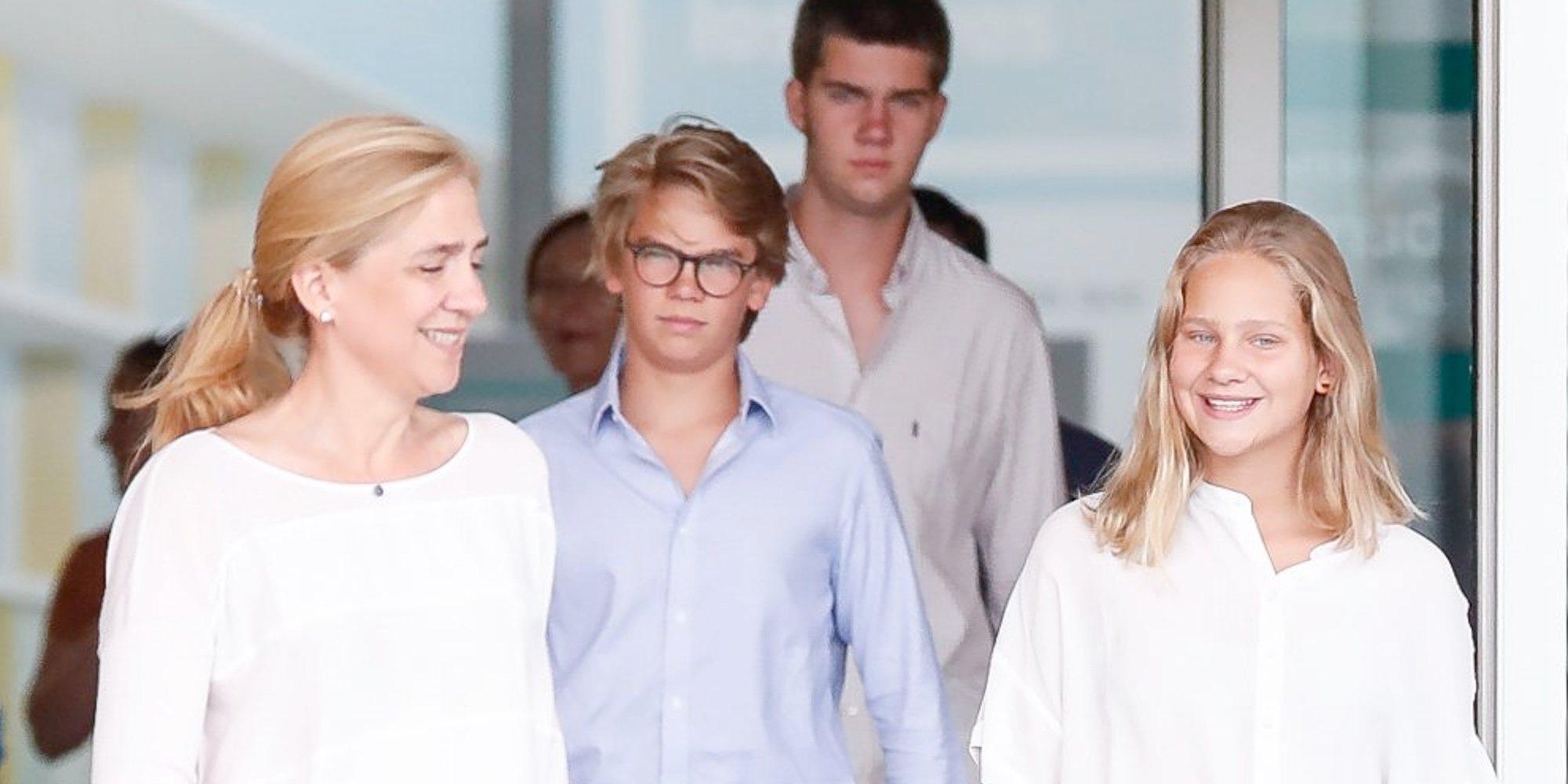 La celebración de la Infanta Cristina y sus hijos Juan, Miguel e Irene Urdangarin mientras operaban al Rey Juan Carlos