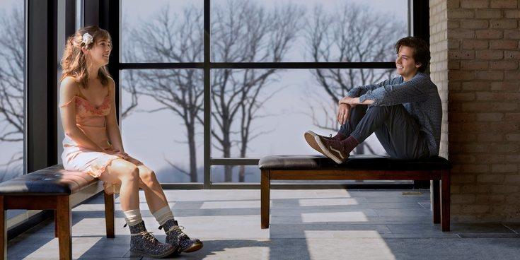 'A dos metros de ti', le emocionante película en la que el amor y la enfermedad luchan a partes iguales