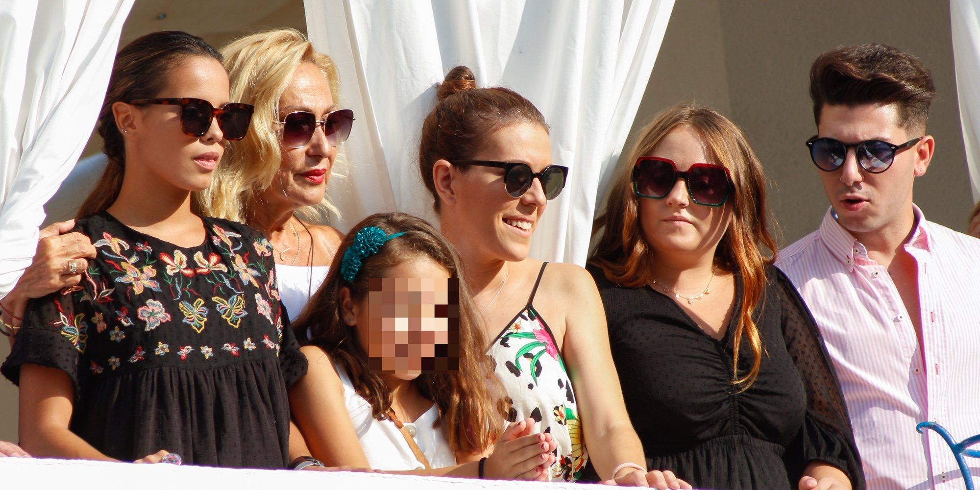 Rosa Benito, Gloria Camila y Rocío Flores no faltan a la procesión de la Virgen de Regla