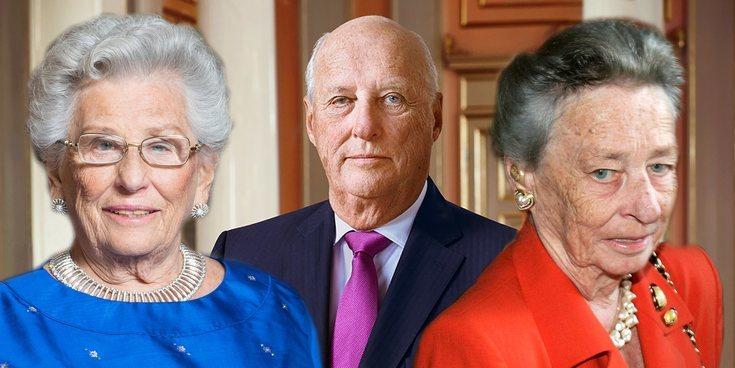 Así son y así se llevan el Rey Harald de Noruega y sus hermanas, la Princesa Astrid y la Princesa Ragnhild
