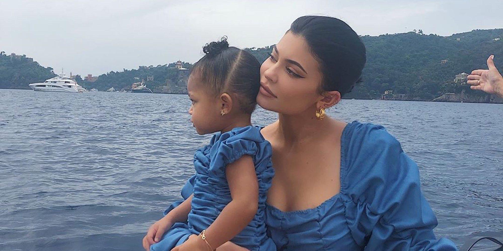 Kylie Jenner pregunta a su hija que a quién quiere más y no duda en su respuesta
